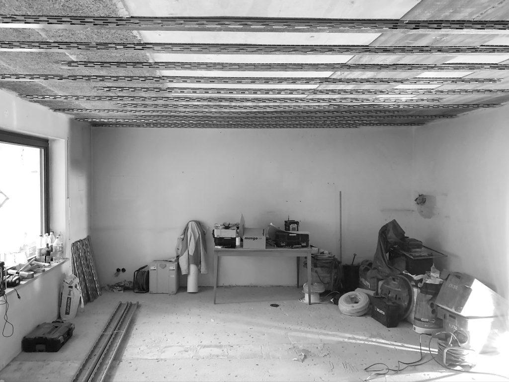 Entkerntes Wohnzimmer